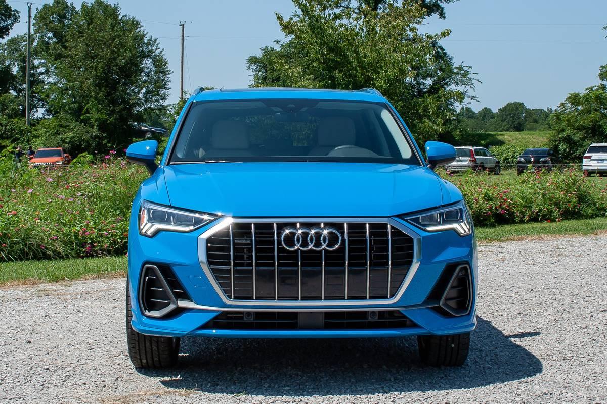 audi-q3-2019-05-blue--exterior--front.jpg