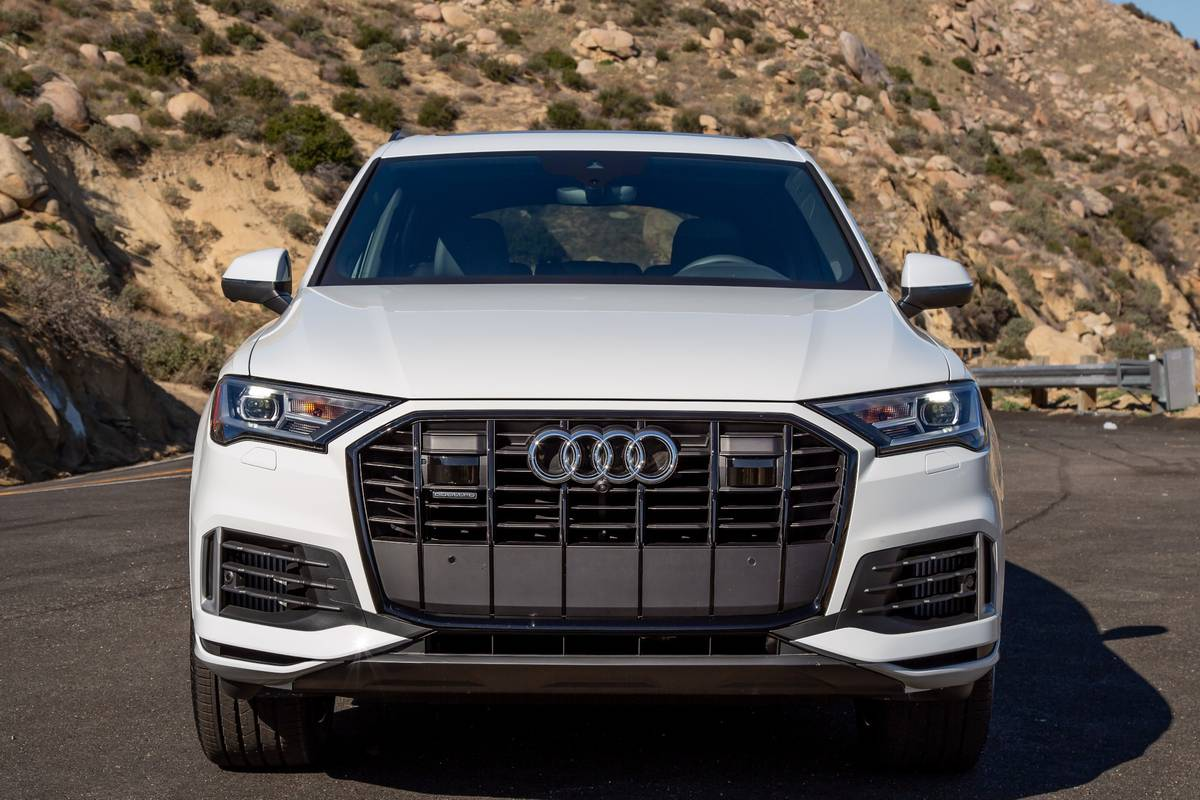 audi-q7-2020-4-badge--exterior--front--grile--outdoors--white.jpg