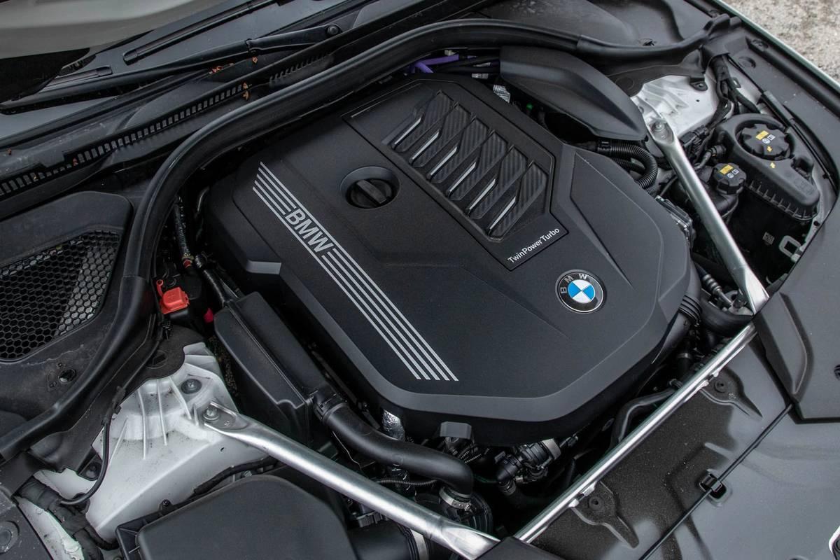 bmw-540i-x-drive-2021--15-engine.jpg