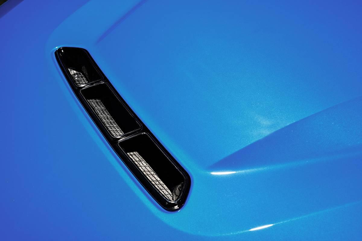 bmw-m2-cs-2020-07-blue--exterior--hood-scoop.jpg