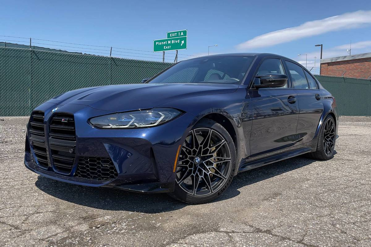bmw-m3-competition-2021--01-angle--blue--exterior--front.jpg