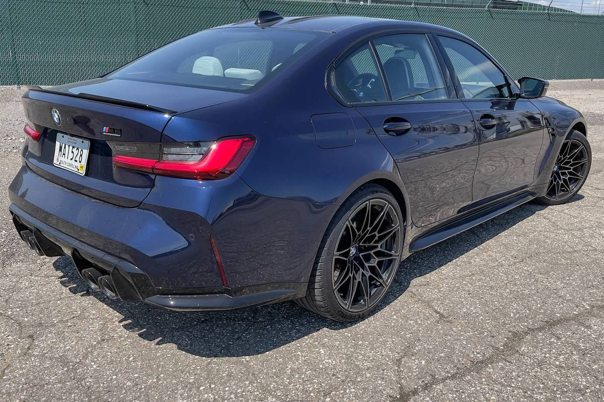 bmw-m3-competition-2021--07-angle--blue--exterior--rear.jpg