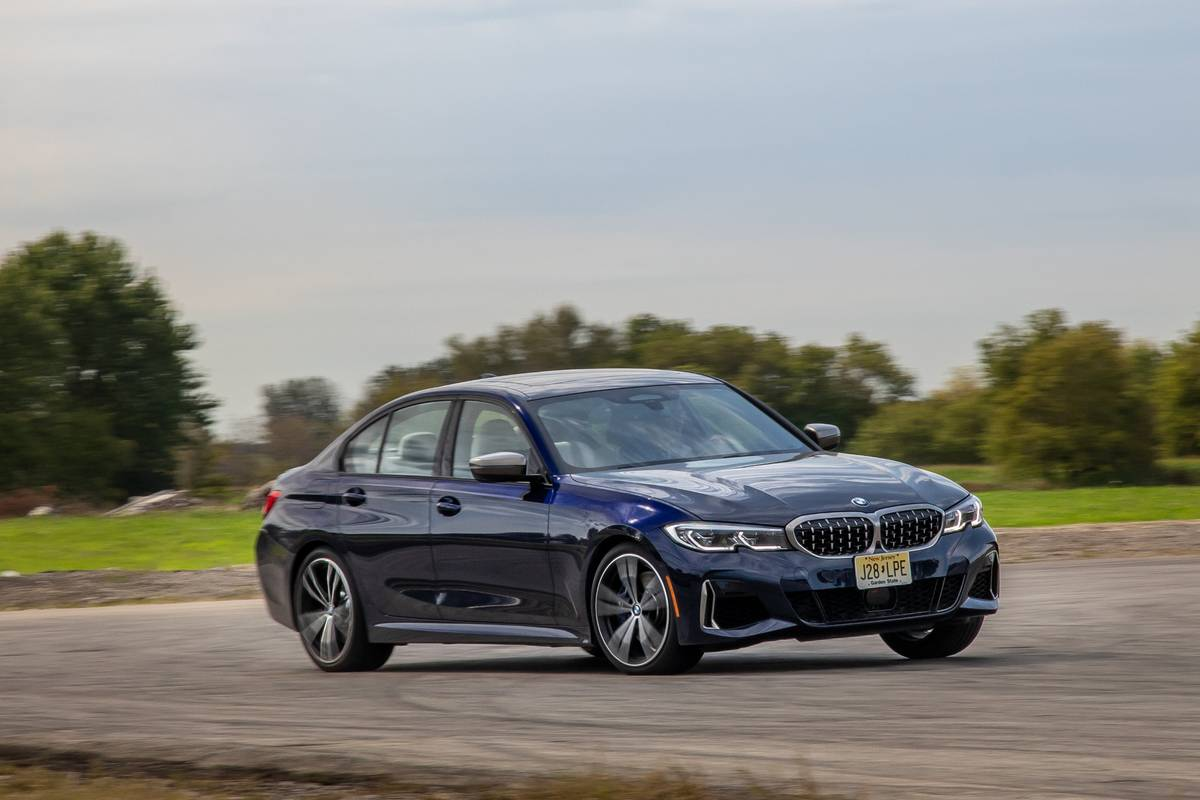 bmw-m340i-2020-01-angle--blue--dynamic--exterior--front--track.jpg