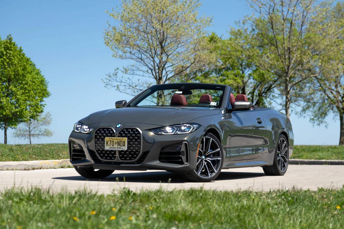 bmw-m440i-convertible-2021--04-angle--exterior--front--gray.jpg