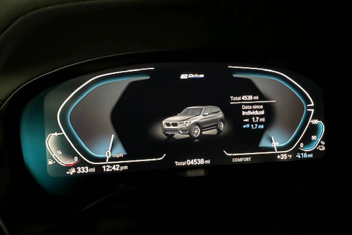 2020 BMW X3 xDrive30e instrument panel