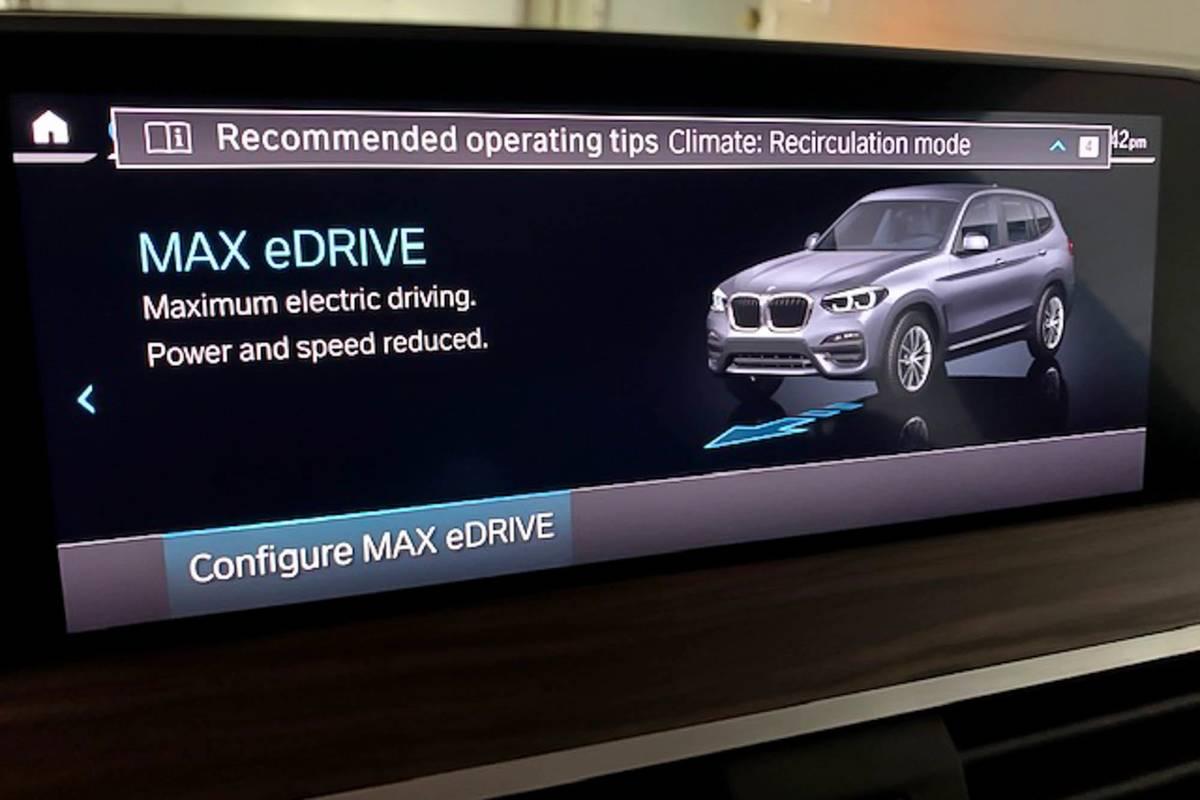 2020 BMW X3 xDrive30e touchscreen