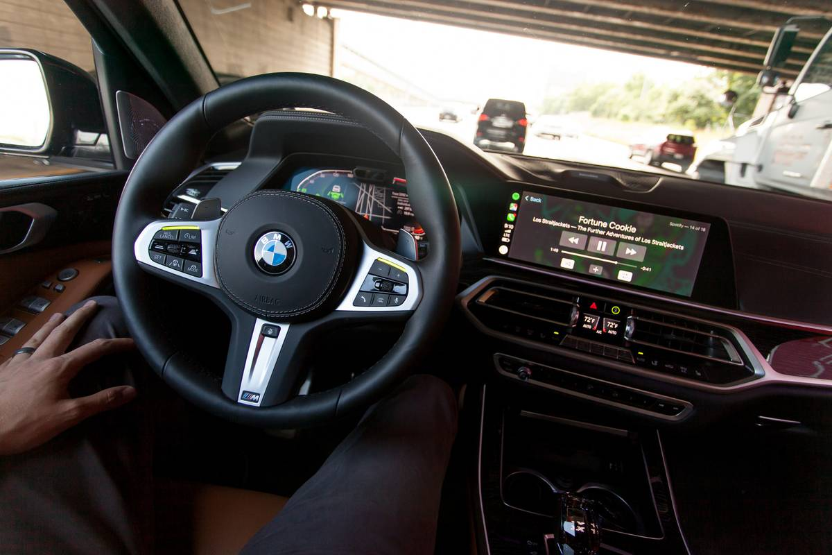 Our Hands On Experience With The 2019 Bmw X7 S Hands Free Driving Mode News Cars Com