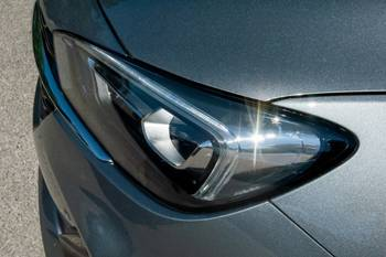 Xenon Vs. LED Headlights: What's the Difference?