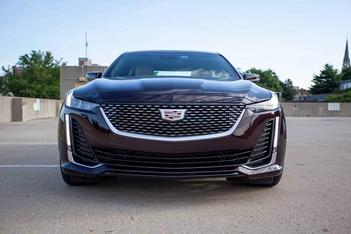 2020 Cadillac CT5 front grille and headlights
