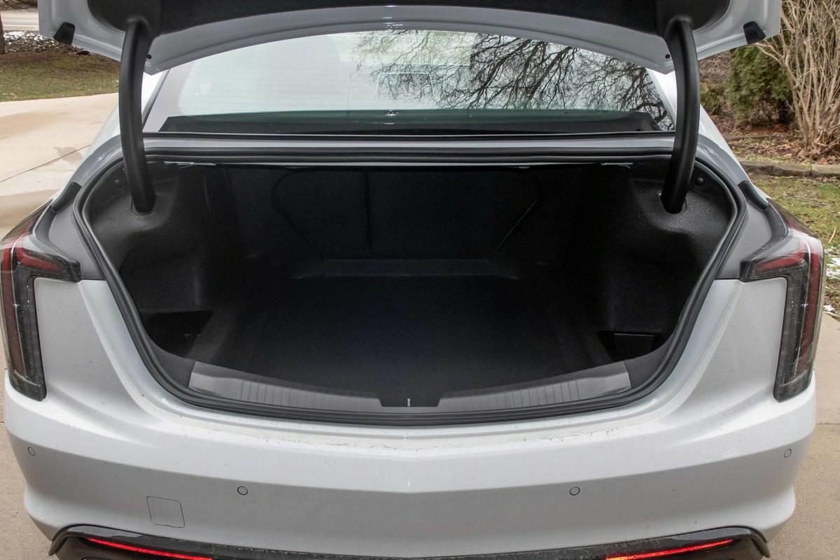 cadillac-ct5-v-2020-27-interior--trunk.jpg