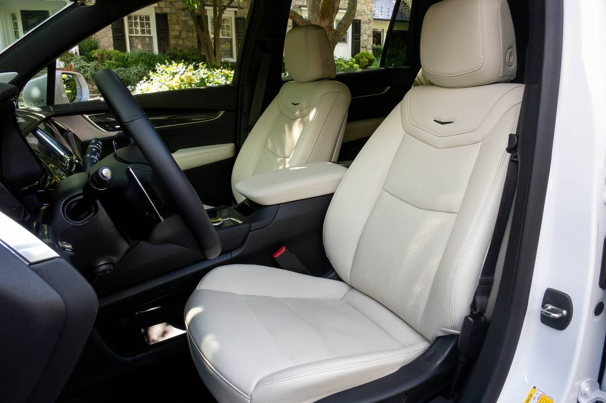 cadillac-xt6-2020-14-front-row--interior--seat.jpg