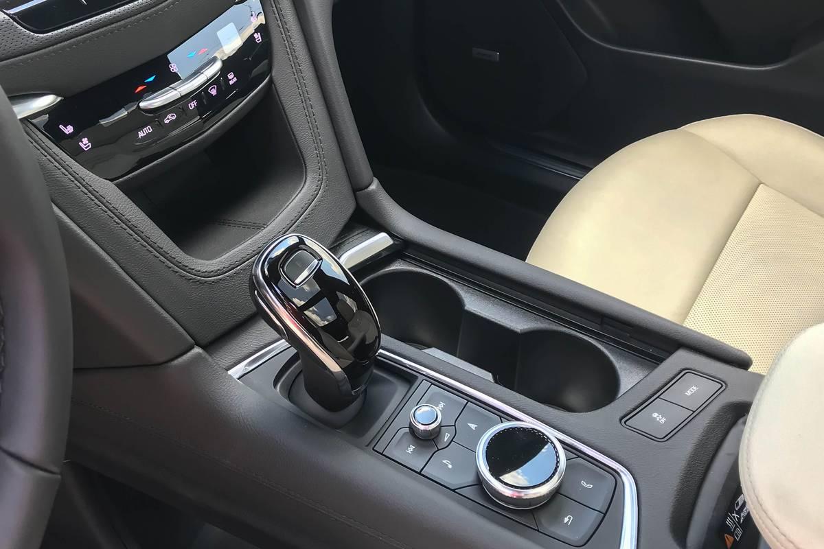 cadillac-xt6-2020-15-center-console--front-row--interior.jpg