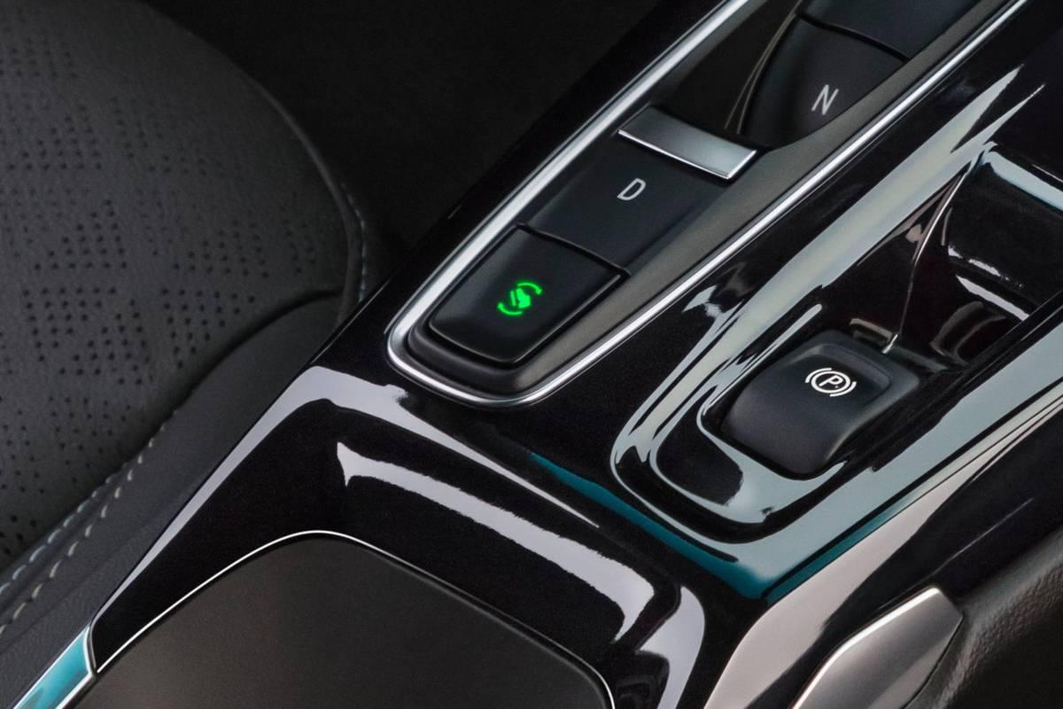 chevrolet-bolt-ev-2022-one-pedal-drive-button