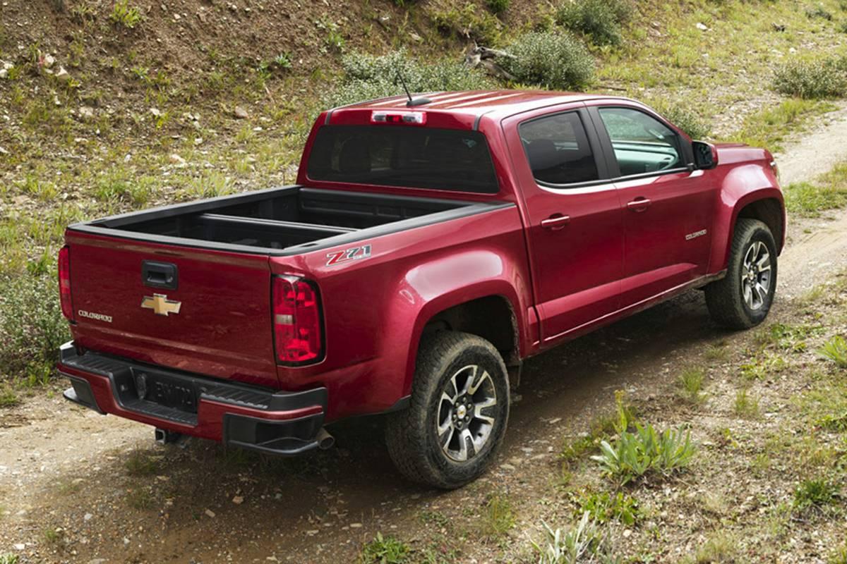 chevrolet-colorado-2020-exterior-rear-three-quarter-oem