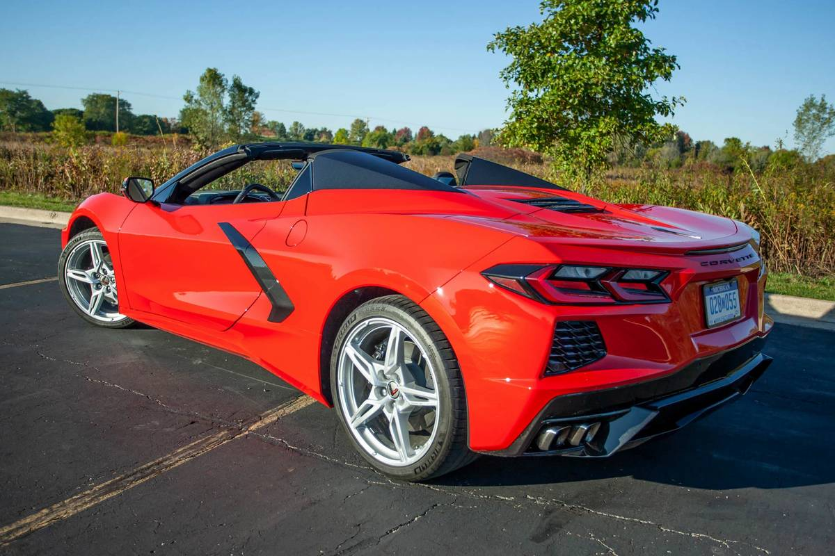 chevrolet-corvette--convertible-1lt-2020-03-angle--exterior--rear--red.jpg