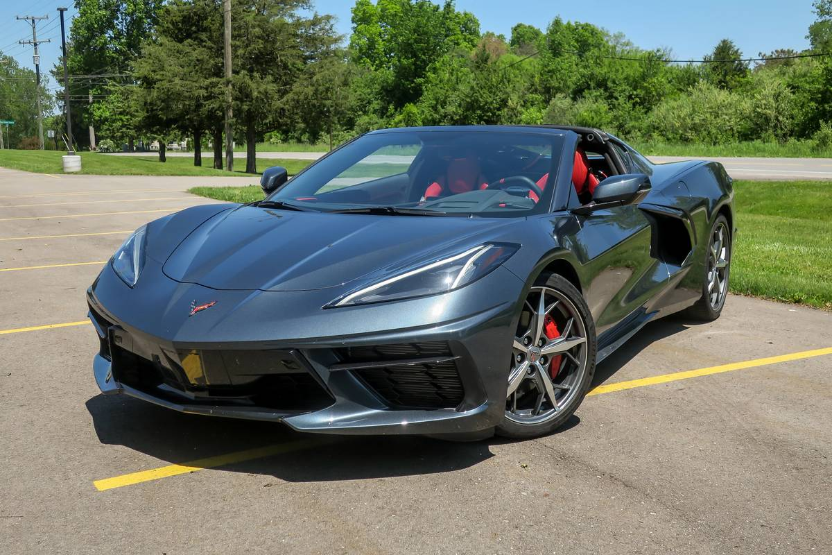 chevrolet-corvette--stingray-coupe-2020-01-angle--exterior--front--grey.jpg