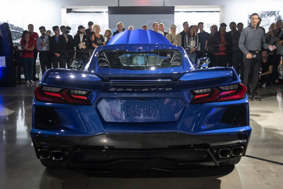 chevrolet-corvette-2020-01-blue--exterior--rear.jpg