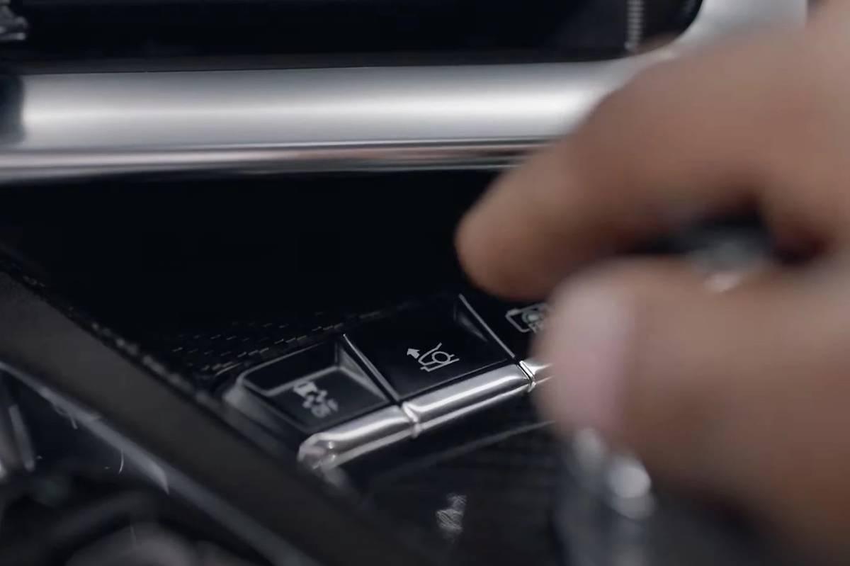 2020 Chevrolet Corvette C8 suspension lift button