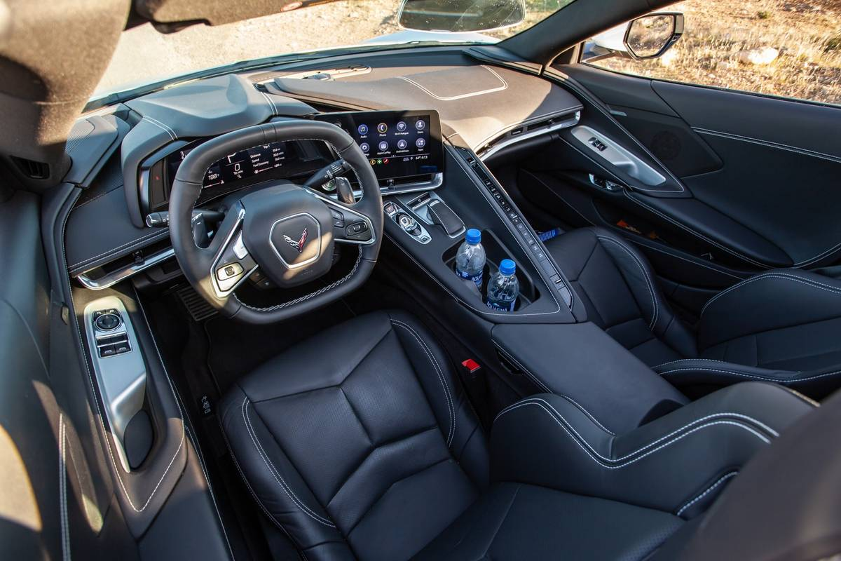 chevrolet-corvette-stingray-2020-14-front-row--interior.jpg