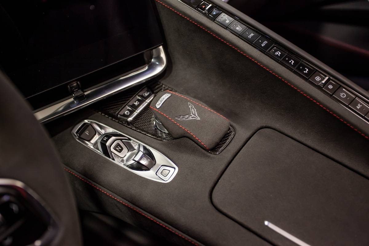 chevrolet-corvette-stingray-2020-21-gearshift--interior.jpg