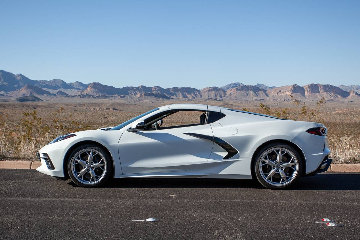 chevrolet-corvette-stingray-2020-5-desert--exterior--outdoors--profile--white.jpg