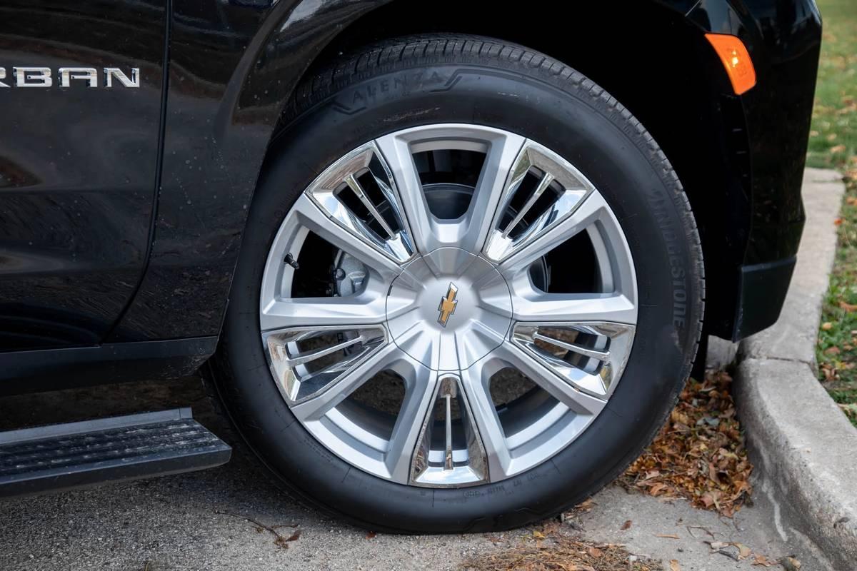 2021 Chevrolet Suburban High Country 22-inch wheel