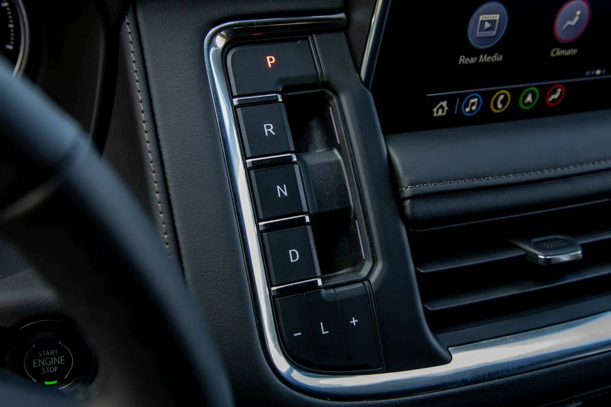 2021 Chevrolet Suburban High Country gearshift