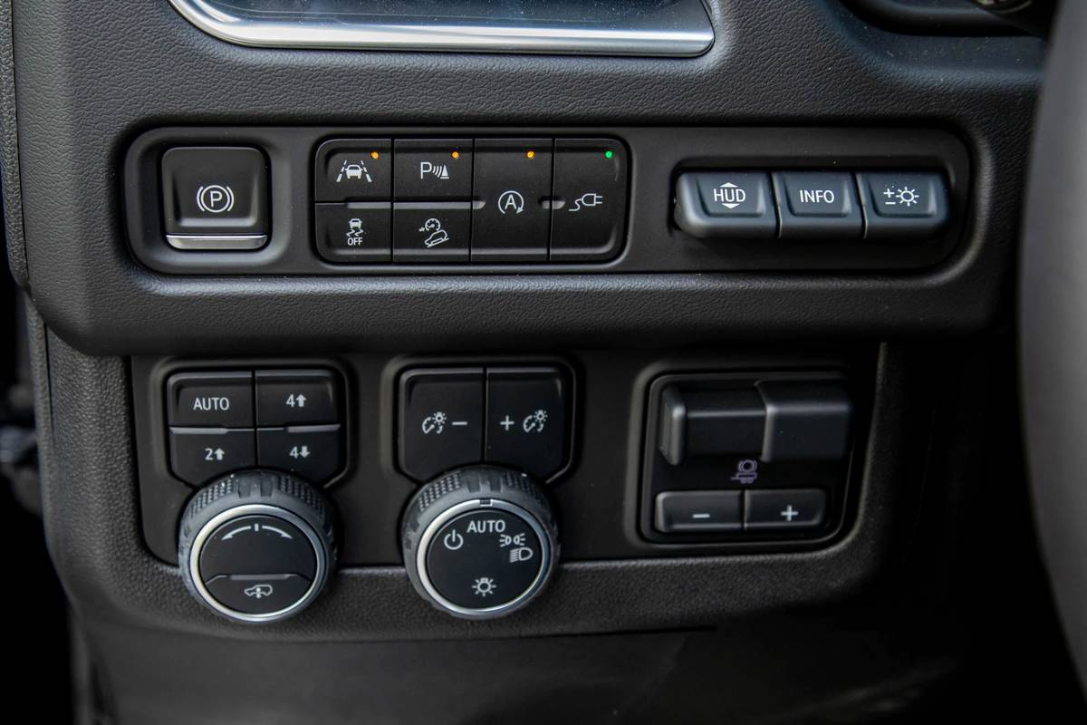 2021 Chevrolet Suburban High Country drive mode controls