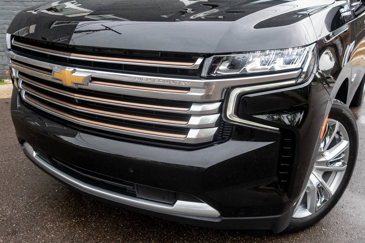 2021 Chevrolet Tahoe High Country front grille and headlight