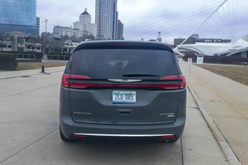 Chrysler Pacifica, Voyager Production Idled 4 Weeks Amid Microchip Shortage