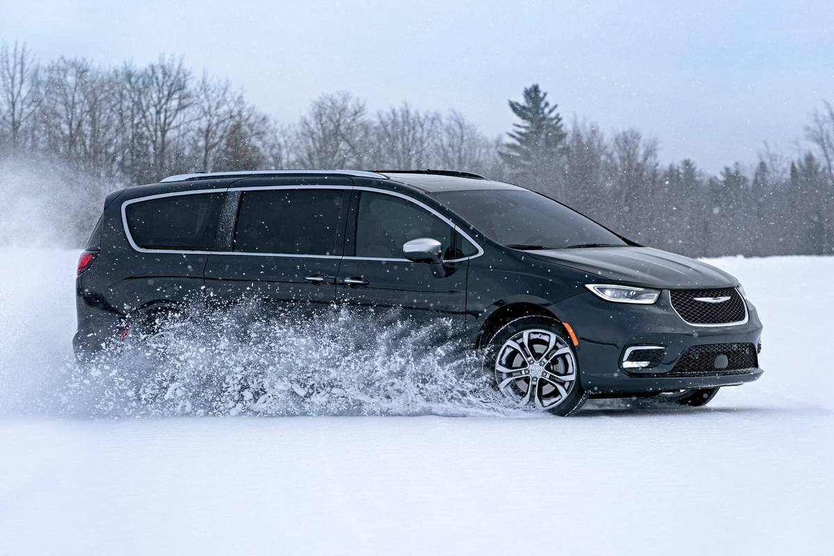 2021 Chrysler Pacifica driving in snow