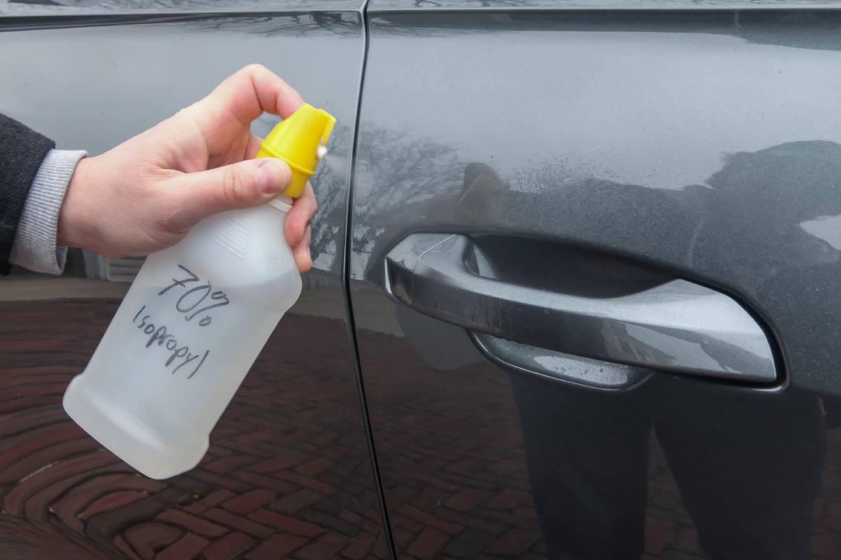 covid-19-car-hotspots-jw-03--door-handle--isopropyl-alcohol.jpg