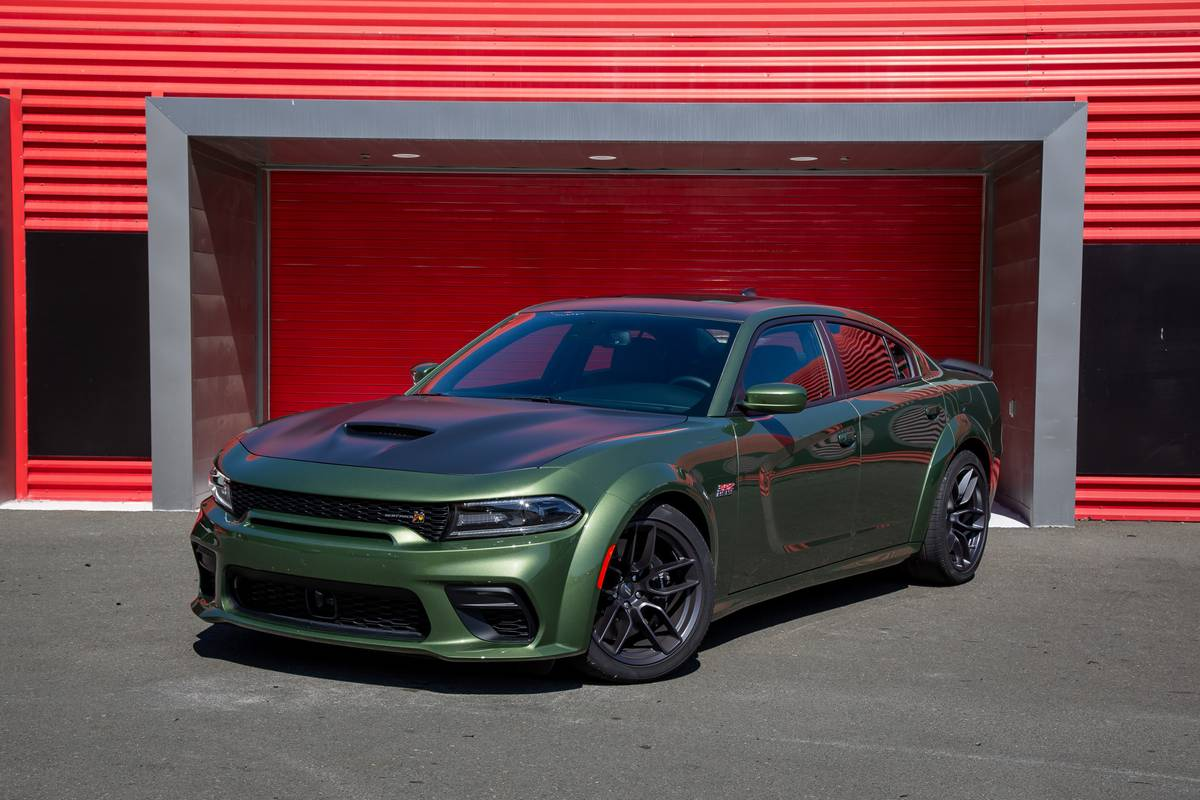Dodge Charger Which Should You Buy 2019 Or 2020 News Cars Com