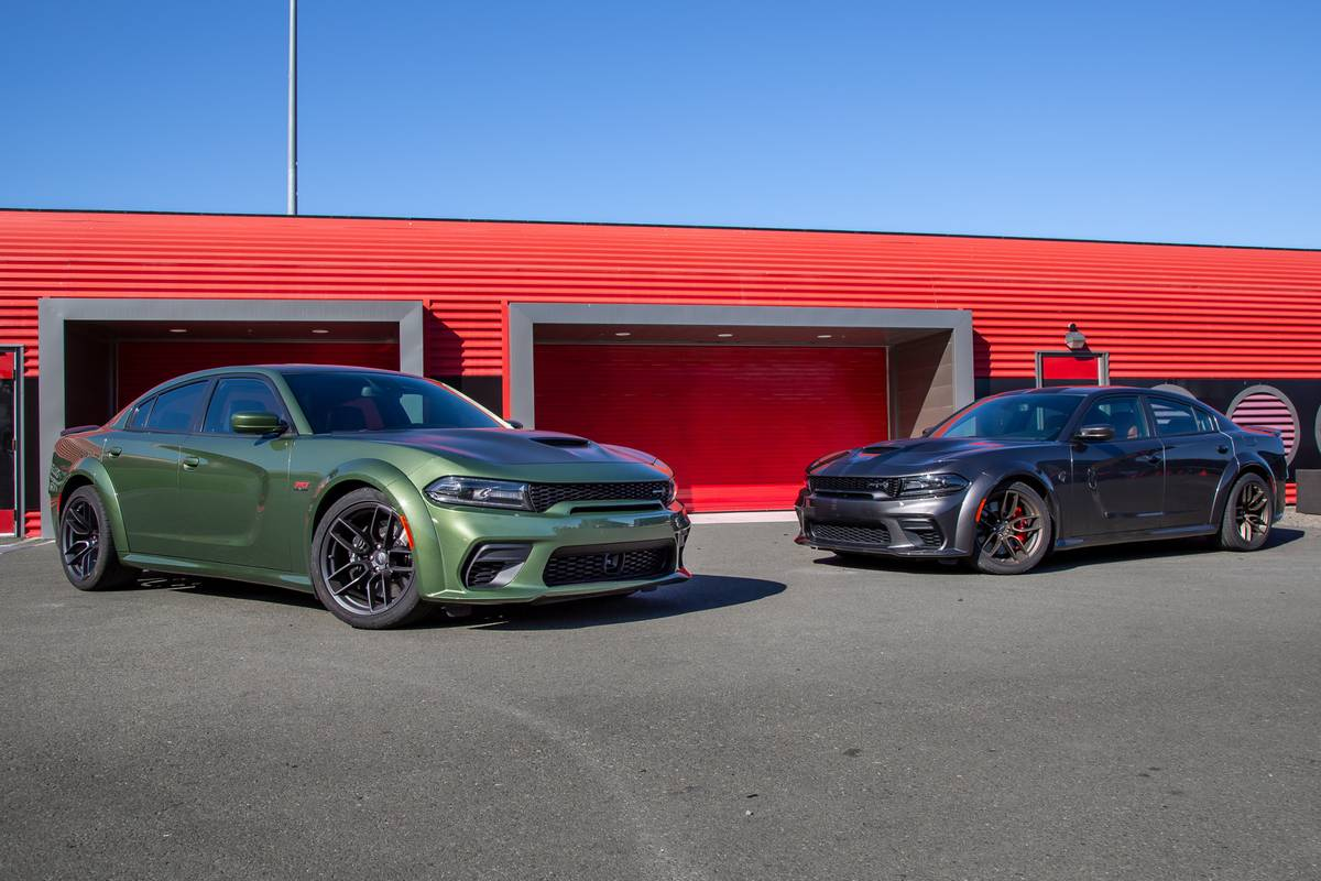 dodge-charger-scat-pack-widebody-2020-dodge-charger-hellcat-widebody-2020-angle--exterior--front--green--grey--group-shot-01.jpg