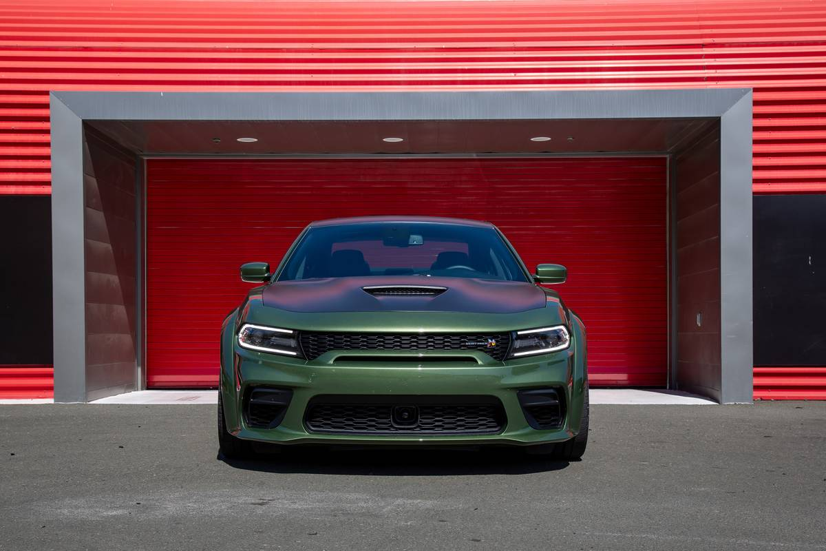 Top 5 Reviews and Videos of the Week: Dodge Charger, Land Rover Defender Triumph