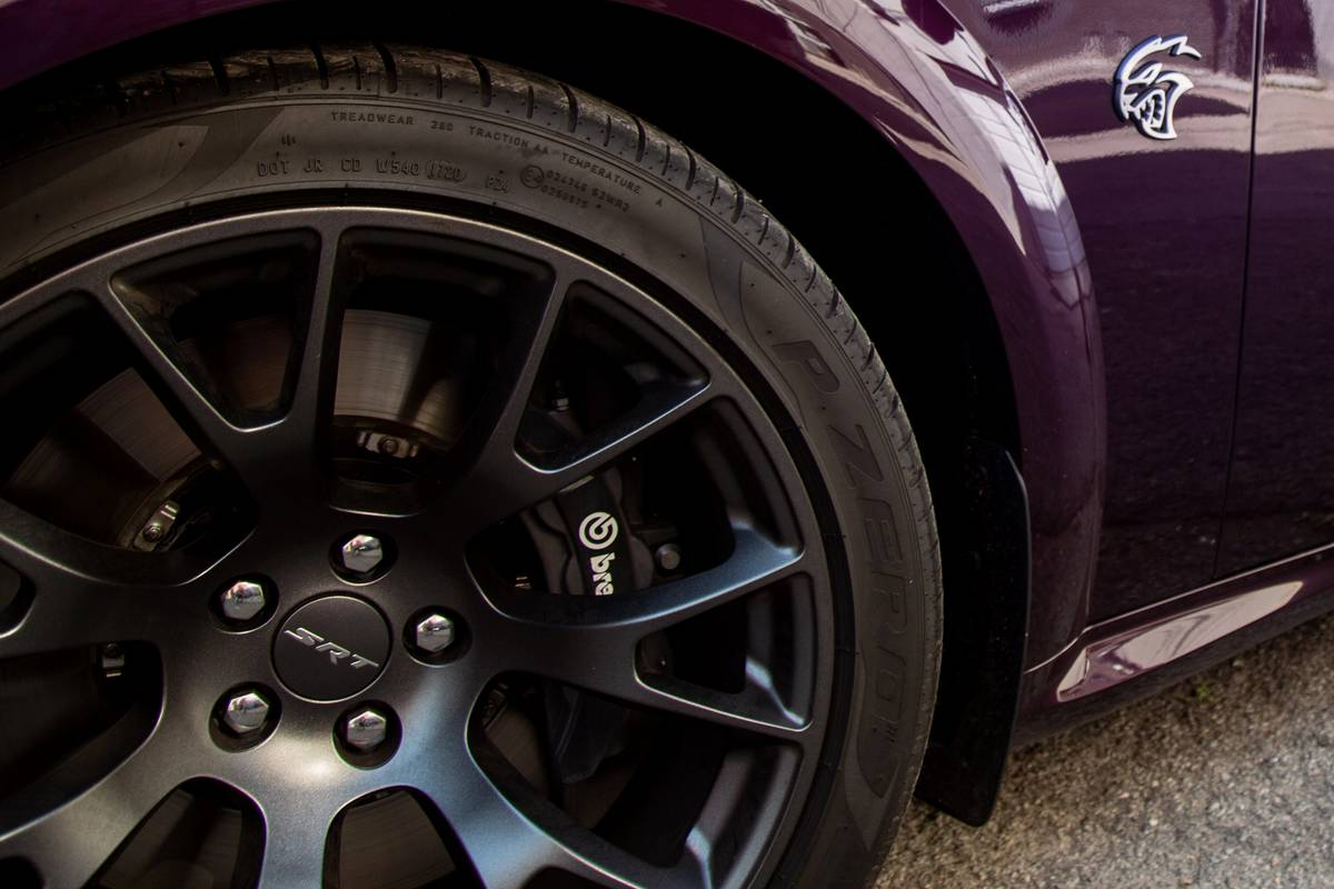 dodge-charger-srt-hellcat-widebody-2020-02-badge--exterior--purple--wheel.jpg