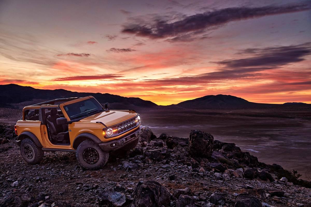 2021 Ford Bronco 2-Door and 4-Door: Jeep Has Some Homework to Do