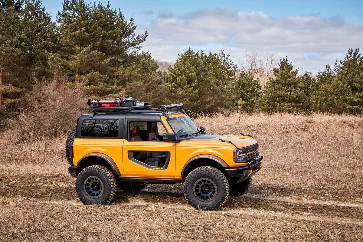 ford-bronco-2021-oem-10-exterior-off-road-profile-yellow.jpg