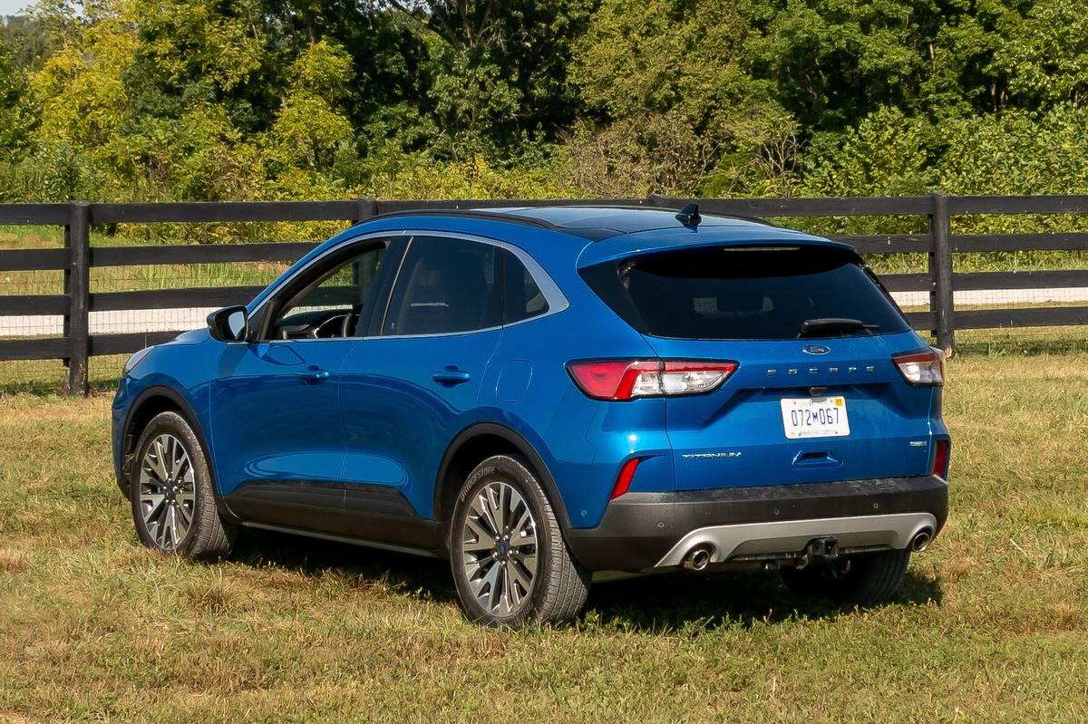 ford-escape-titanium-2020-03-angle--blue