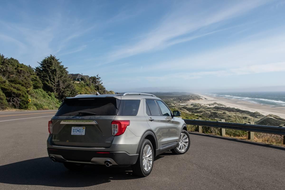 ford-explorer-hybrid-2020-05-angle--exterior--rear--silver.jpg