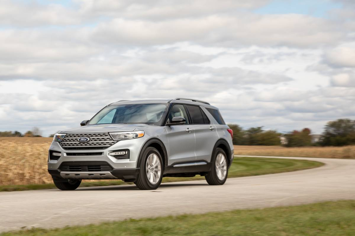 ford-explorer-limited-4wd-2020-01-angle--dynamic--exterior--front--silver.jpg