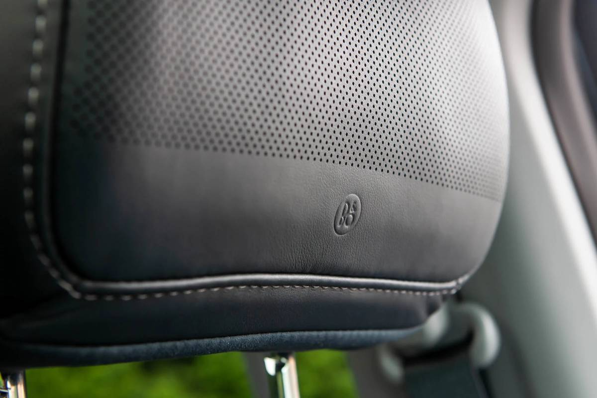 ford-f-150-hybrid-supercrew-limited-2021-11-front-row--head-restraint--interior--speaker.jpg