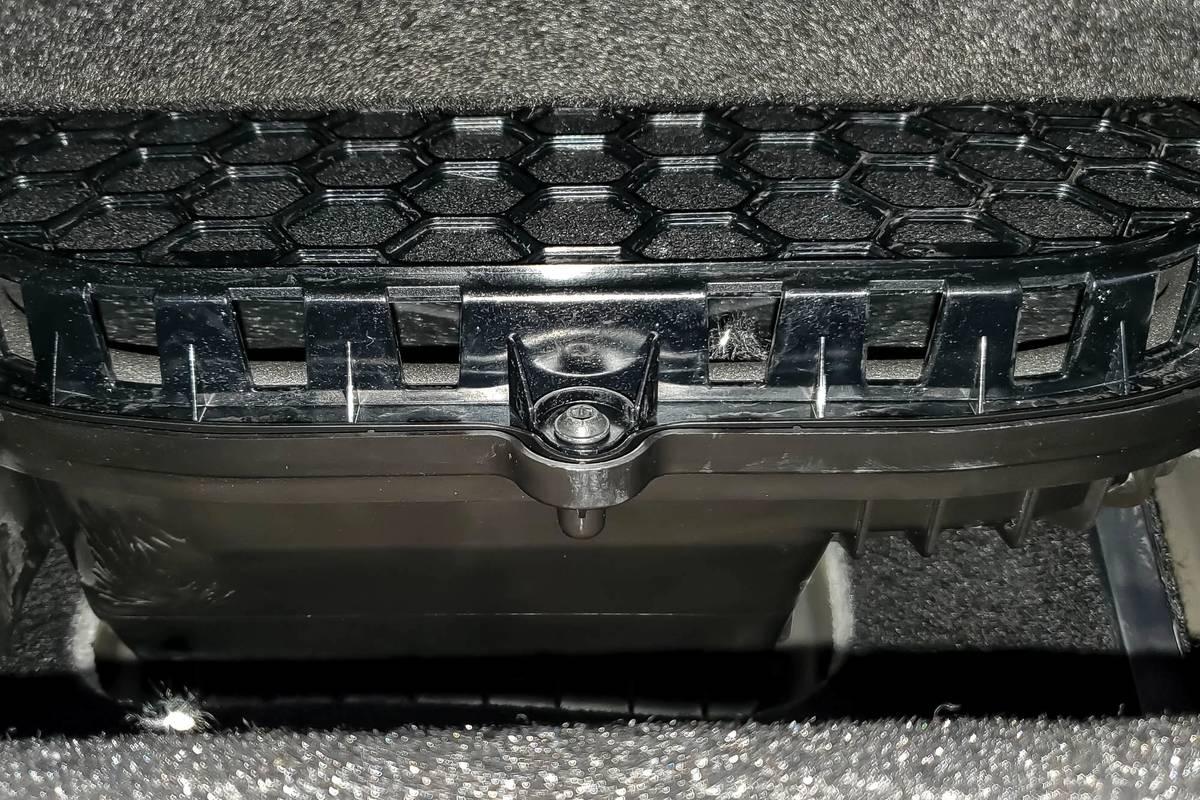 ford-f-150-hybrid-supercrew-limited-2021-14-audio-system--folding-seats--interior--second-row.jpg
