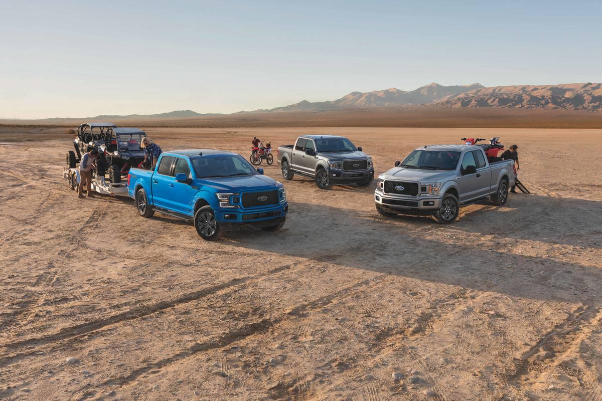 ford-f-150-lariat-xlt-2020-01-angle--blue--cargo--exterior--front--off-road--silver--towing.jpg
