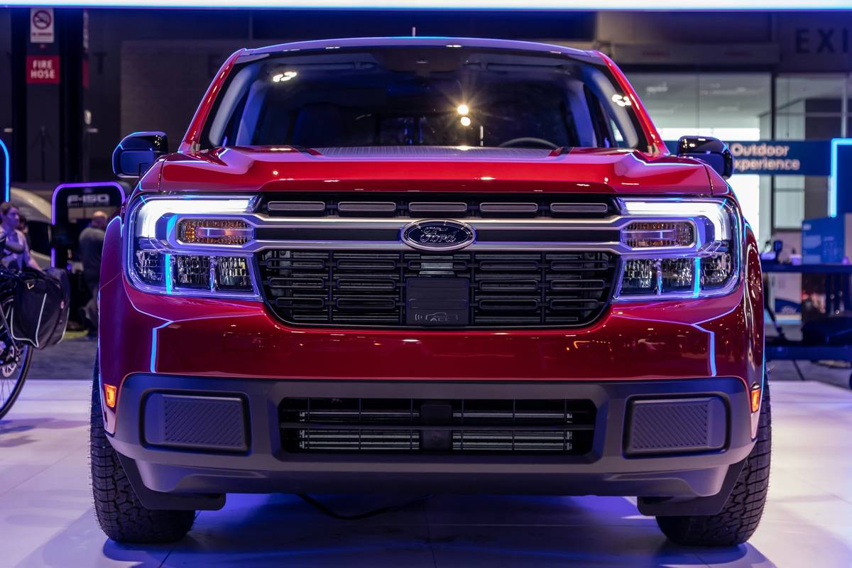 ford-maverick-2022-02-exterior--front--red.jpg