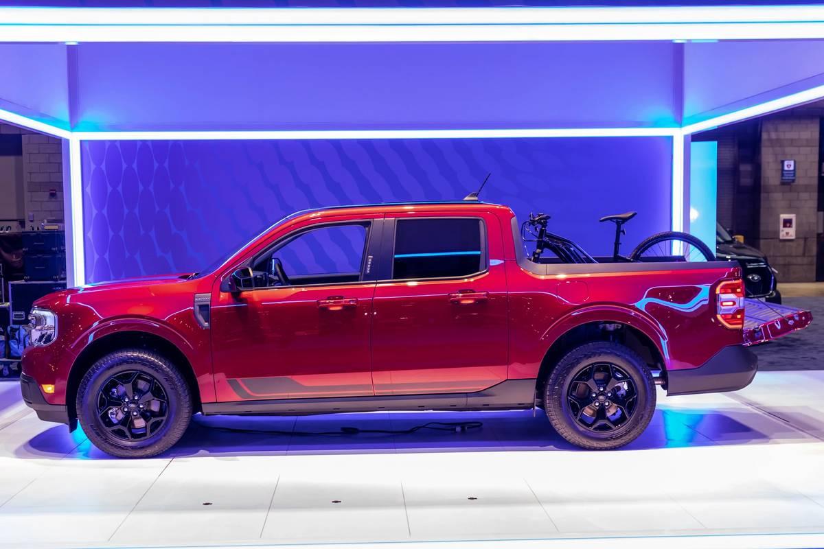 ford-maverick-2022-05-exterior--profile--red.jpg