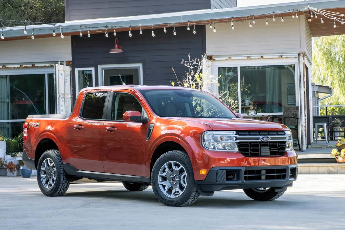 ford-maverick-2l-ecoboost-awd-lariat-2022-oem-02-angle--exterior--front--red.jpg