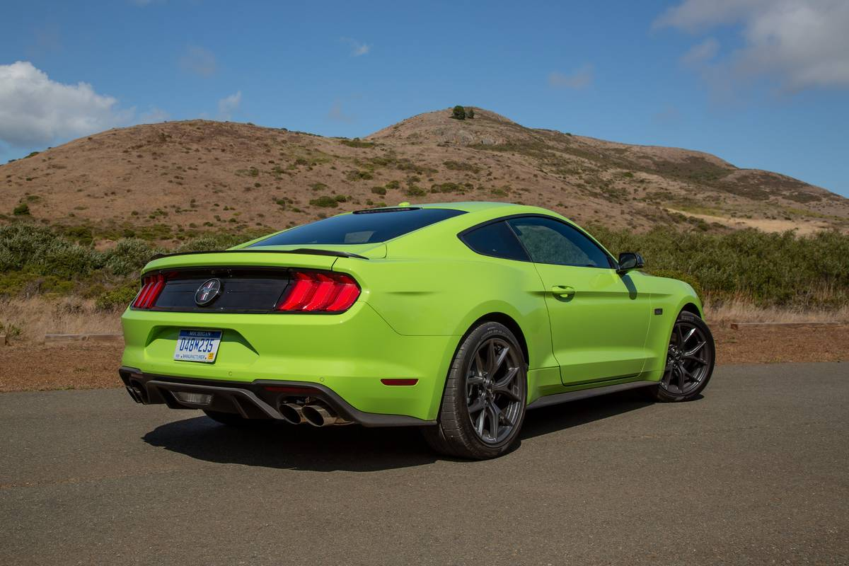 ford-mustang-ecoboost-2020-06-angle--exterior--rear.jpg