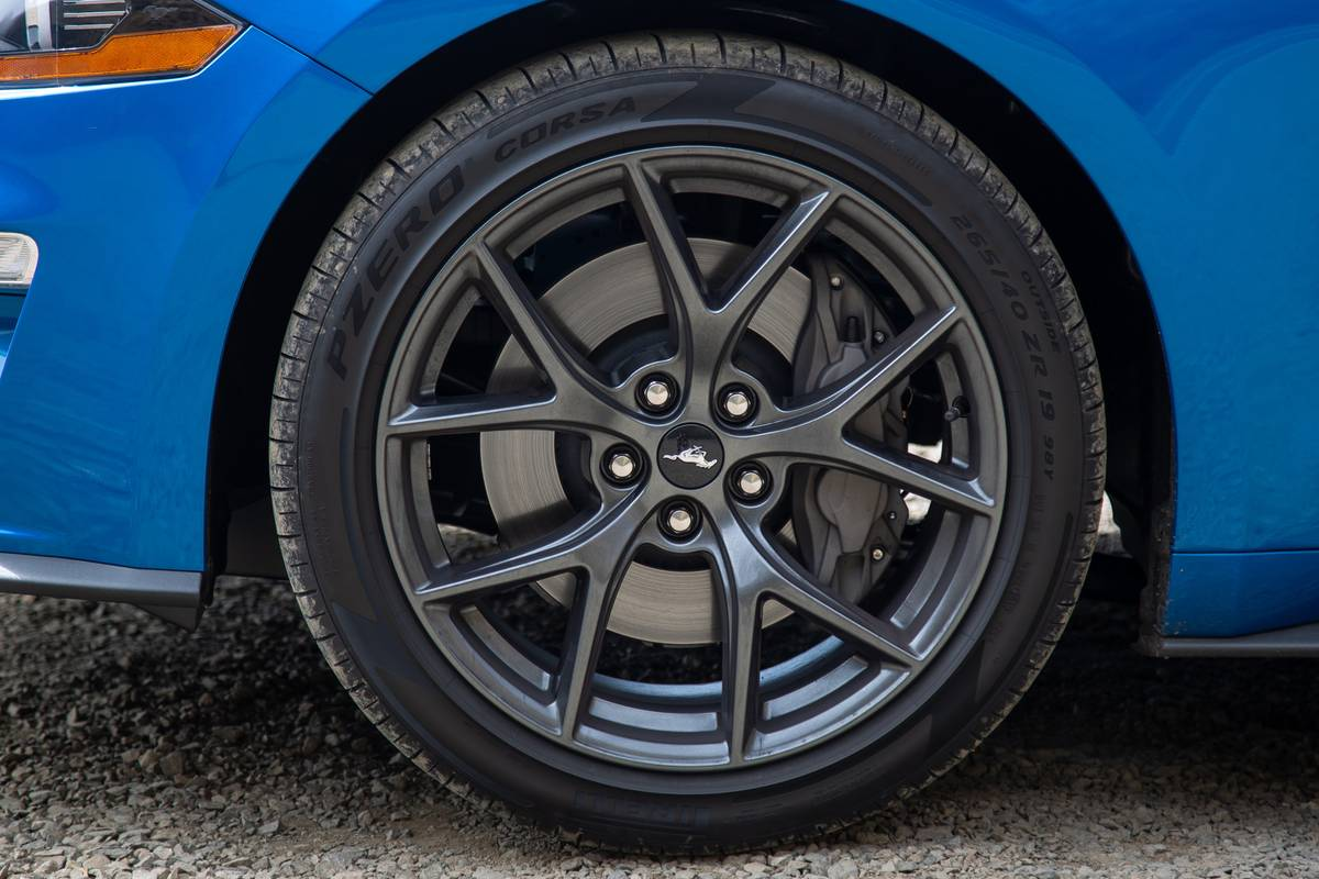 ford-mustang-ecoboost-2020-14-blue--exterior--wheel.jpg