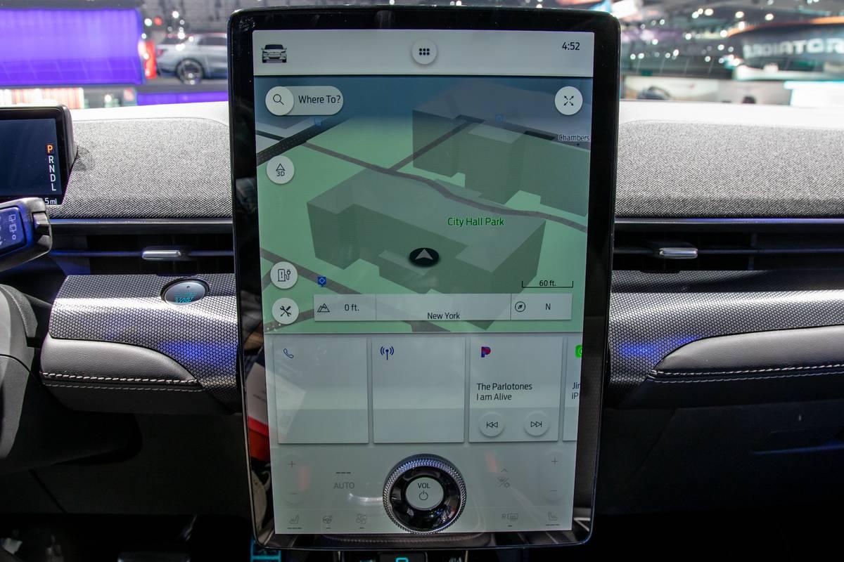 ford-mustang-mach-e-2021-09-center-stack-display--interior--navigation.jpg